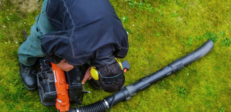 Tips to use a leaf blower effectively