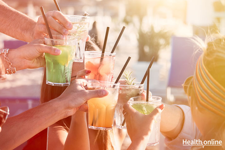 Which is the healthiest holiday drink among the following