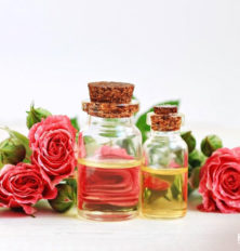 Essential-Oils-That-Can-Help-You-Fight-Aging