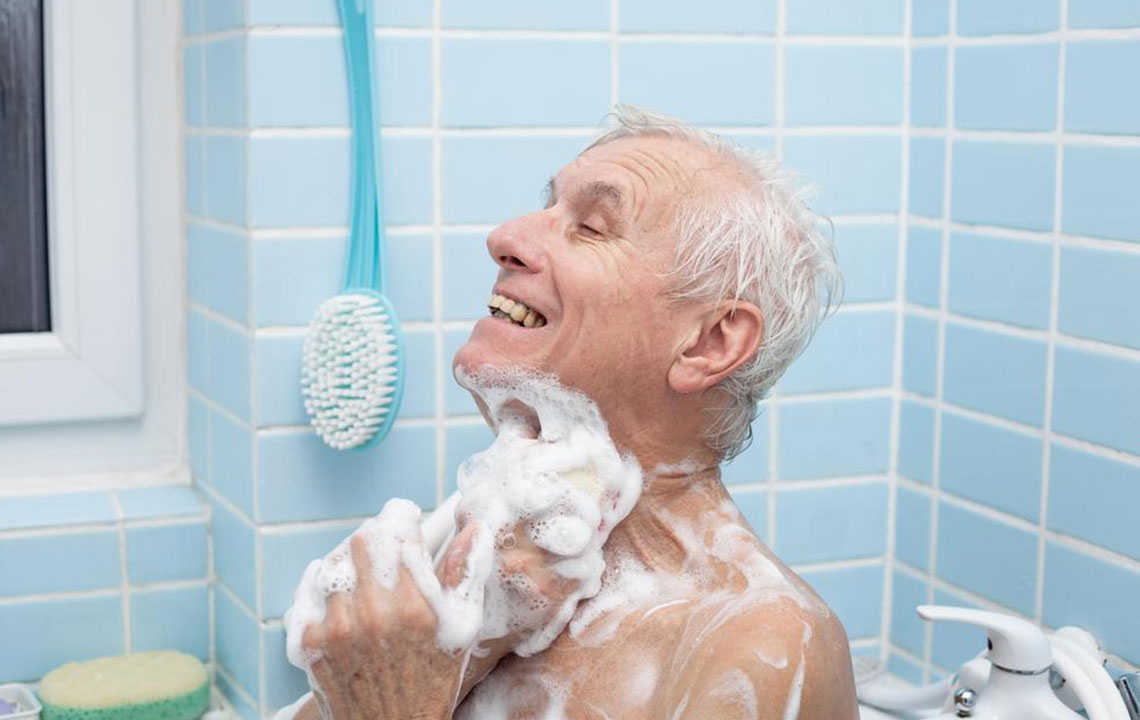 Walk bathtubs for seniors – Things you should know